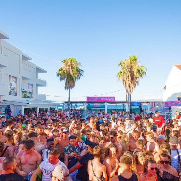 Champagne Sessions Pool Party - Party Hard Travel - Kavos