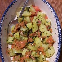 Salade de truite fumée, pommes de terre et tartare de salicorne