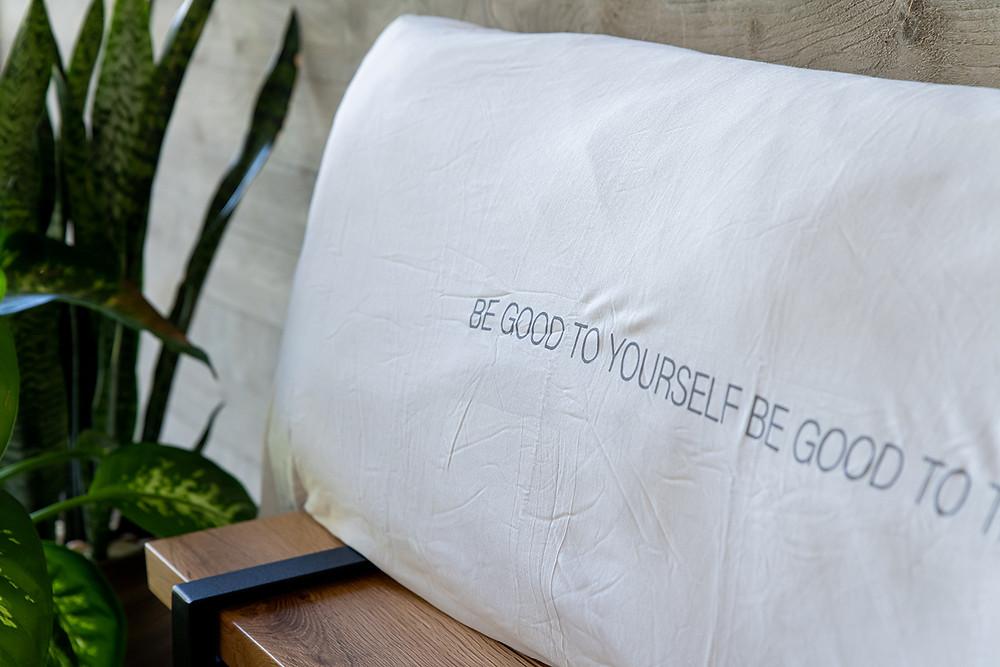 כרית גדולה למיטה נעימה ורכה עשויה 100% במבוק