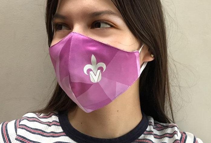 Cubrebocas tricapa sublimado de tela tejida figuras geometricas rosa