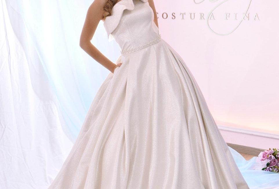 Vestido de novia en jacquard hueso plata con olan