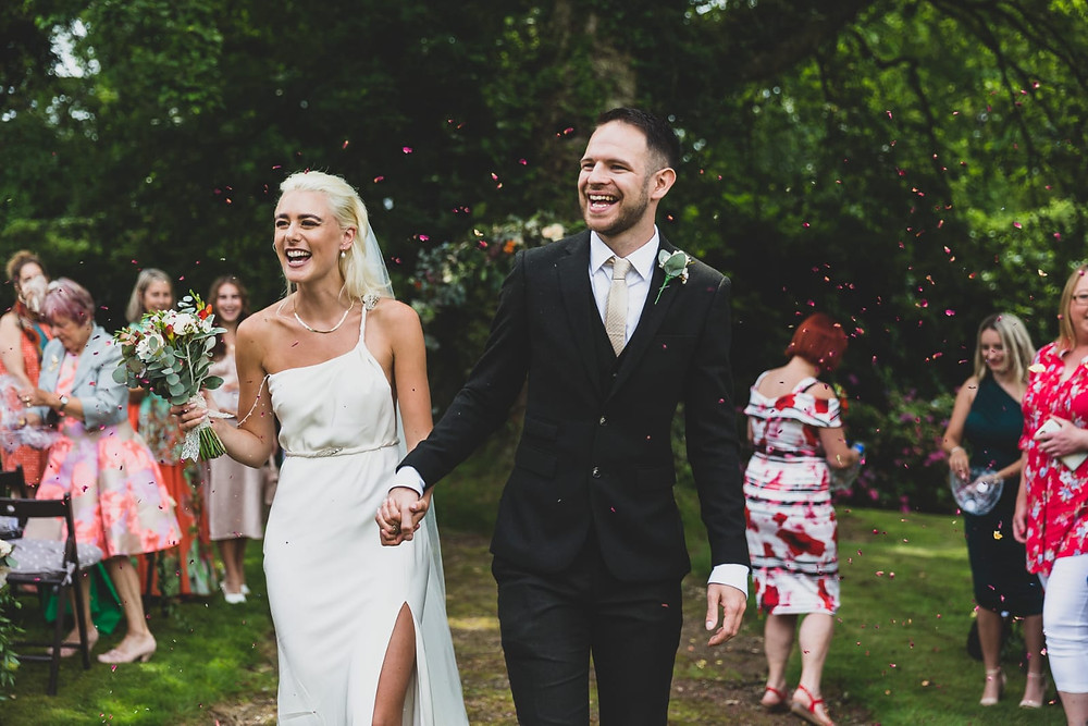 Wedding photography at Patrick's Barn, Chiddingley, West Sussex by Steve and Tania Photography