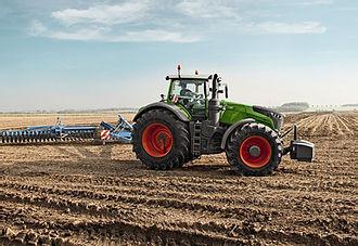 Активная подготовка сельхозтехники к весенним полевым работам