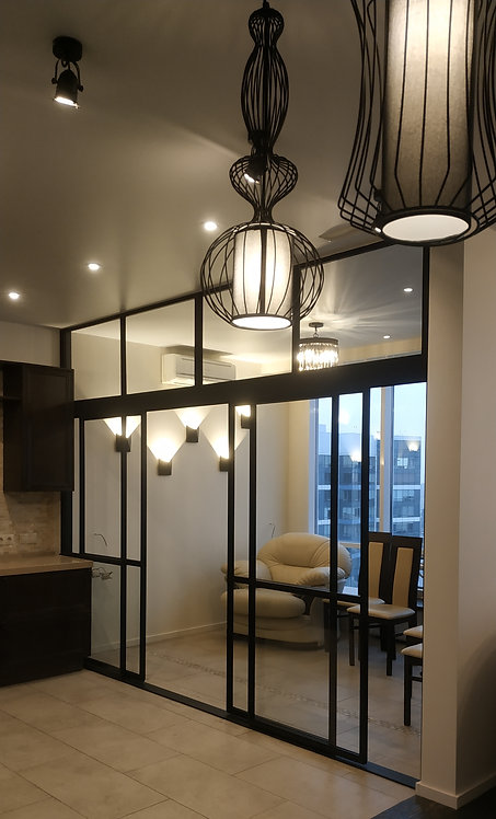 Лофт перегородка раздвижная. Зонирование кухонной зоны и зоны отдыха.