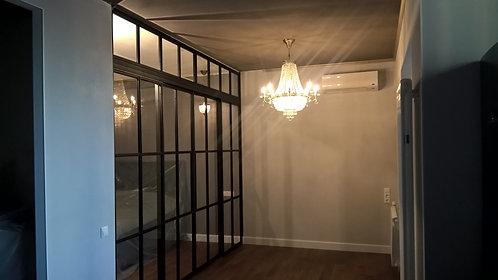 Лофт конструкция с глухими фрамугами и раздвижными полотнами.