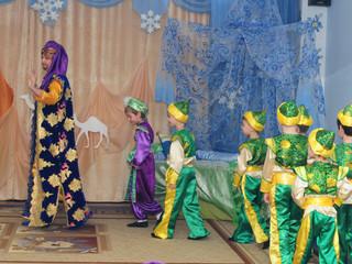 Новогодний спектакль в 11 группе