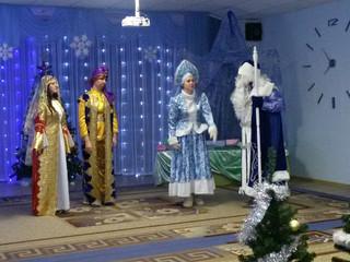 Новогодний спектакль для детей 9 группы