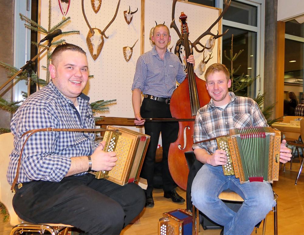 LT Föhn - Auf der Maur; Lukas Föhn und Bruno Auf der Maur am 'Schwyzer Orgel' und Florian Schmidig an der 'Bassgeige'