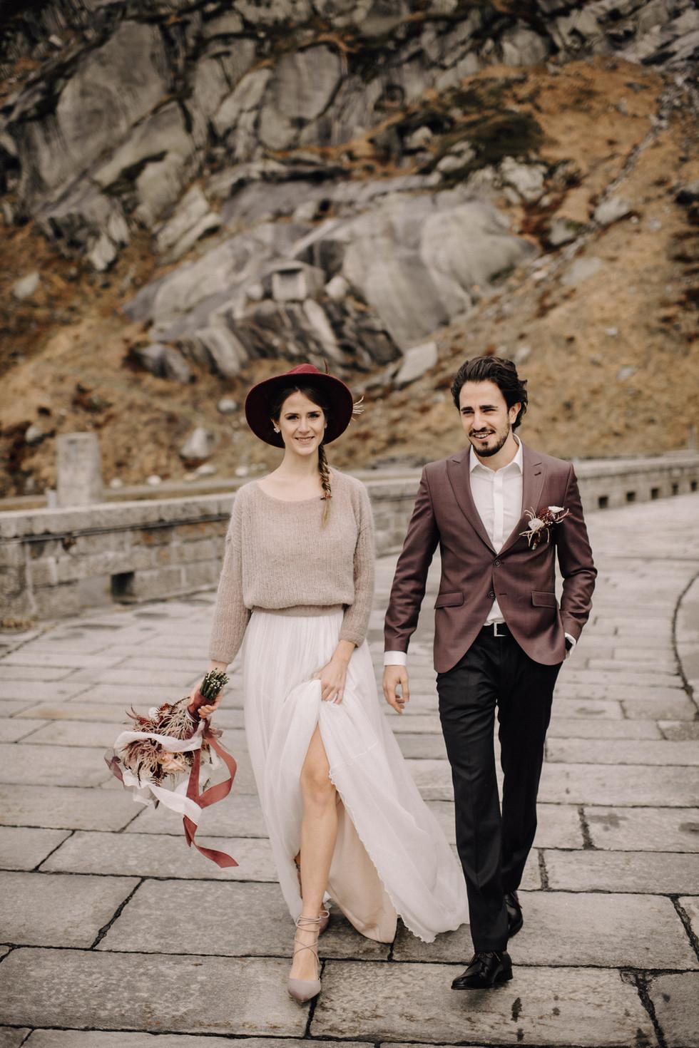 Foto: www.cramarts.ch Blumen: karinmani.ch Kleid: lacely.de Anzug: manne-saach.ch Styling, Konzept,Ohrschmuck und Strickpulli: by me