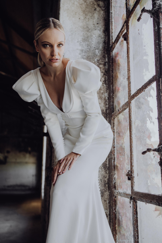 Foto: sabrinalicata.com Concept & Deko: do-studios.com Model: Lovis Lena Styling Haar & Make-up: isaBELLEFilm: Tommykochfilm Kleid: at-moda-sposa.de