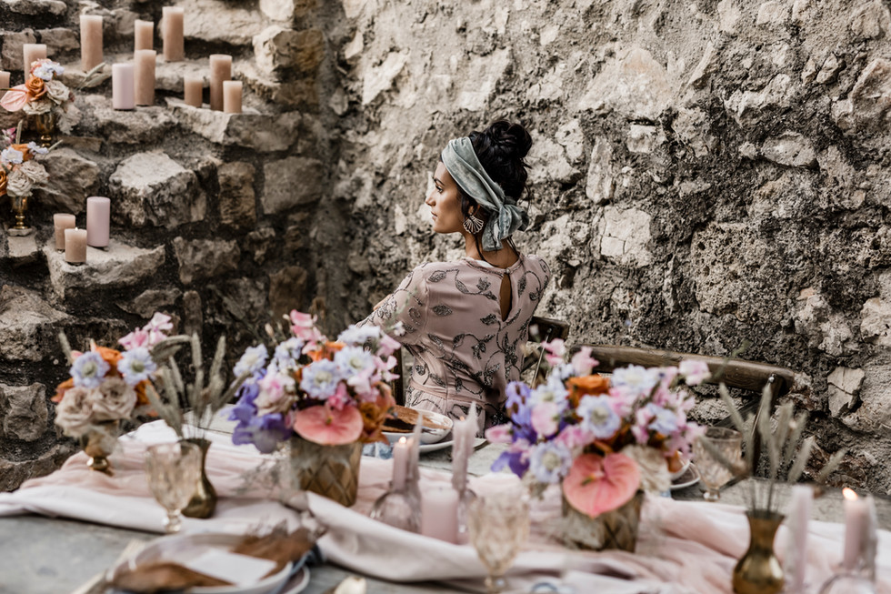 Foto: claudiafellino-fotografie.ch Flowers & Konzept: myawina.ch Kleid: herzstueckines.ch Schmuck: unligneparis.com / Baianaroom Hair & Make-up by me