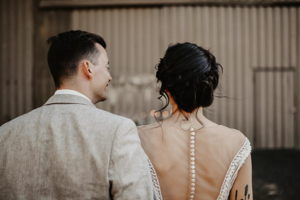 Photo: cramarts.ch Blumen: karinmani.ch Kleid & Suit: hostettler-mode.ch Styling: isa BELLE
