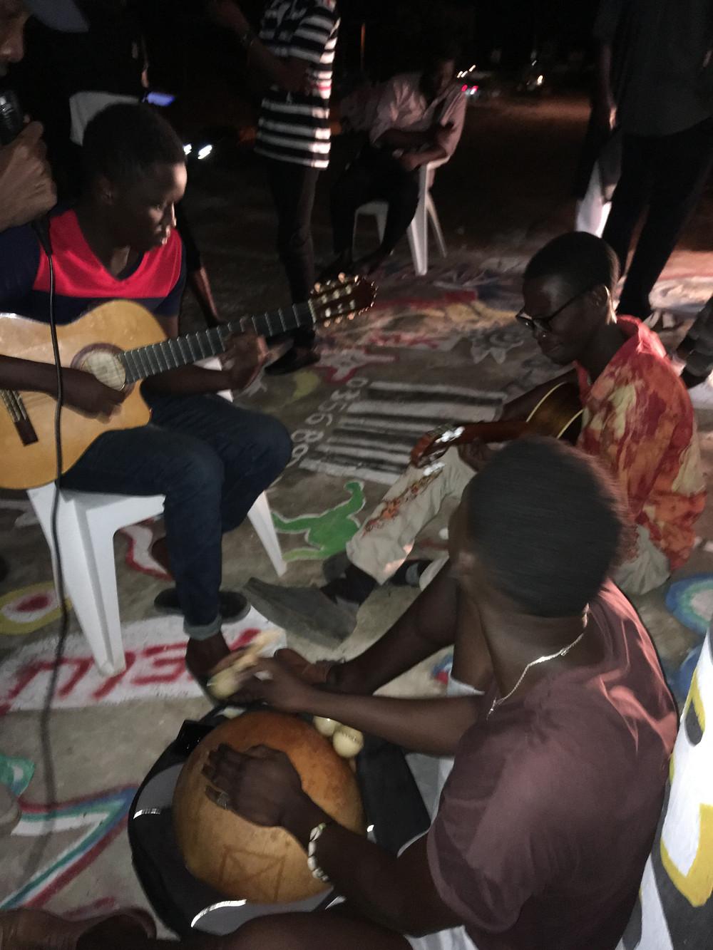 """Fin en musique de la Street expo du 31 août 2019 avec """"Les Fous de Dakar"""""""