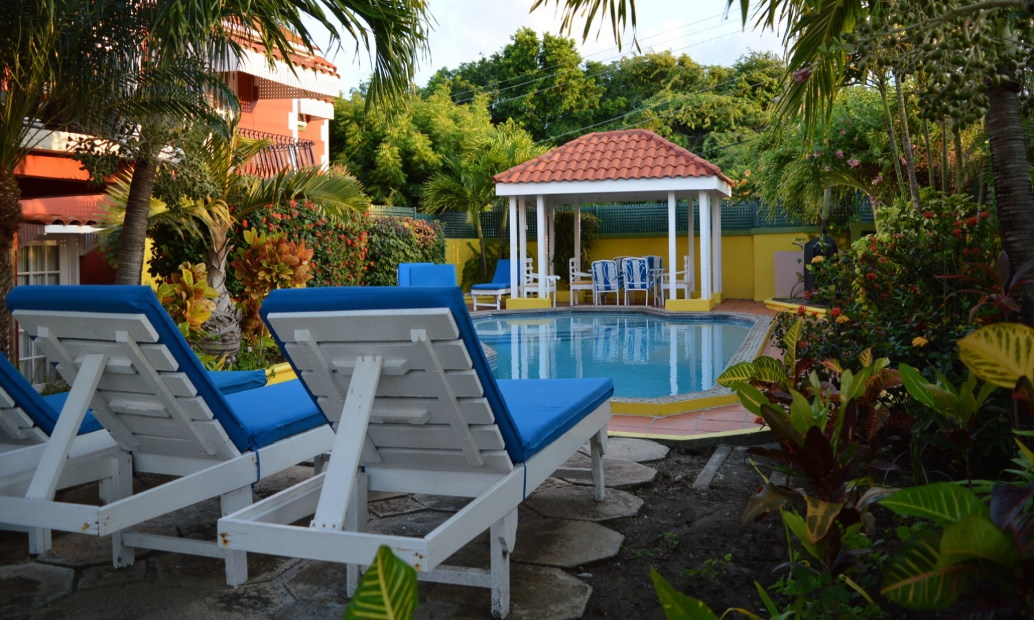 Pool chairs gazebo 548KB