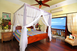 Poolside suite with four-poster bed