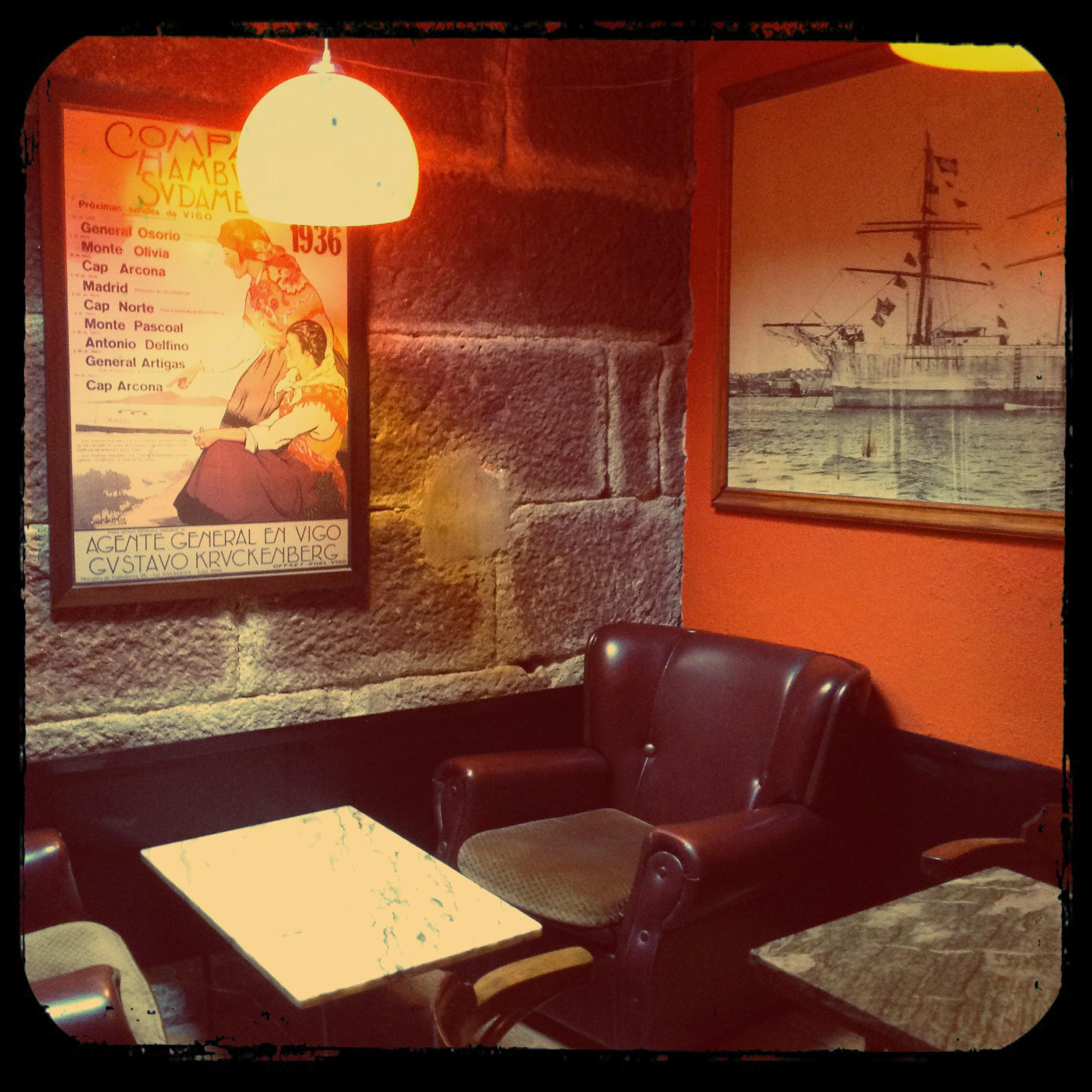 maispala cafe bar vigo arriba sofa