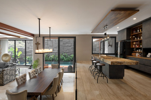 Overview dining & Pantry to pool.jpg