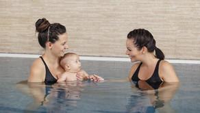 6 tuti tipp, hogy jól érezzétek magatokat az első babaúszás alkalmával