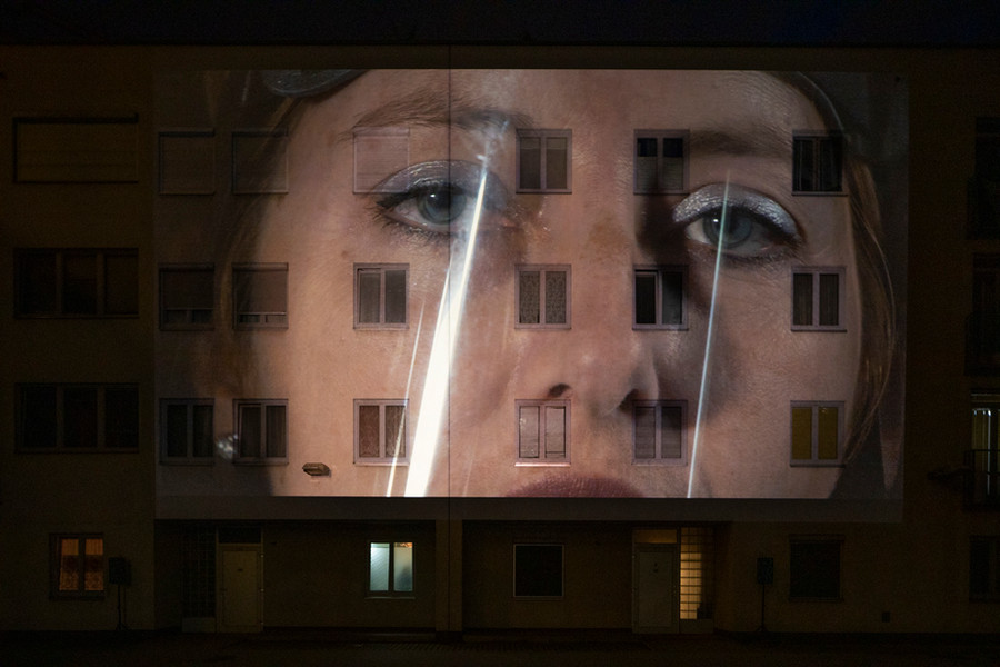 "Wandertag mit Anna Witt. ""Hautfront"", 2020. Foto: Hannah Mayr"