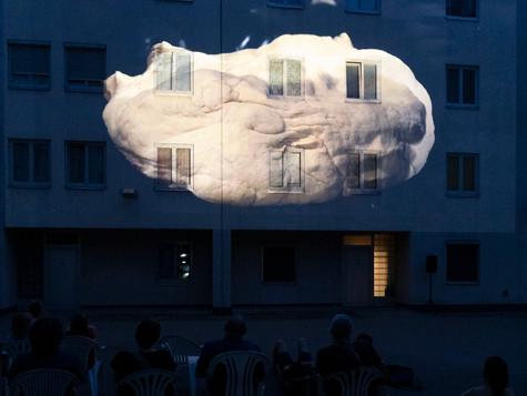 "Wandertag mit Anna Witt. Film ""Hautfront"", 2020. Foto: Hannah Mayr."