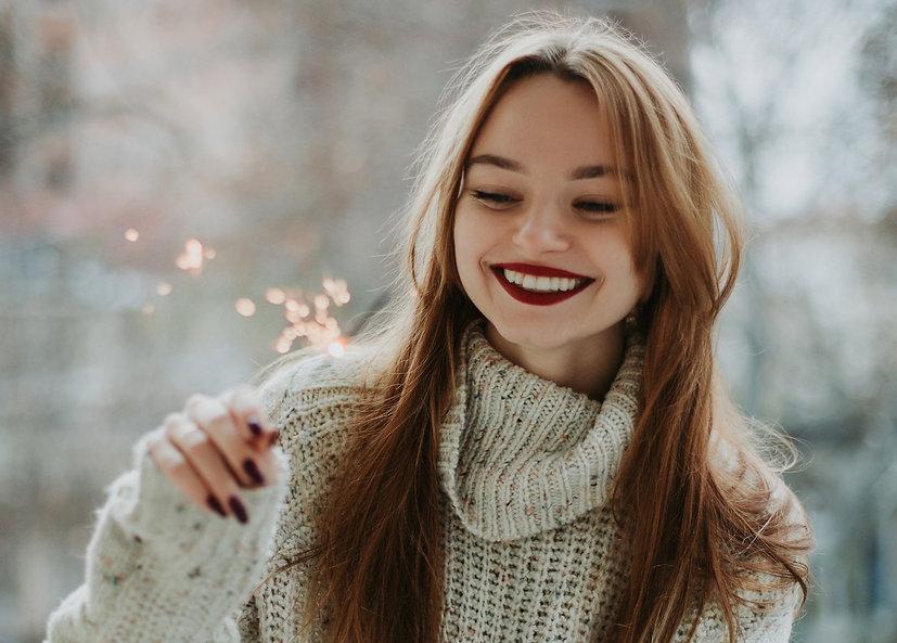 فتاه تبتسم باستخدام الفينيرز - القاهرة