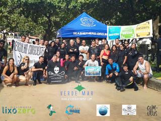 25 mergulhadores contra resíduos na Praia Vermelha