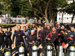 Vinte mergulhadores no Dia de Limpeza na Praia Vermelha