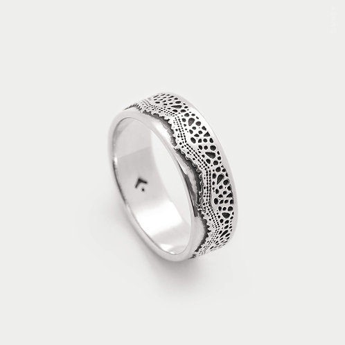 Romantic Lace Patterned Band Ring in Sterling Silver 925