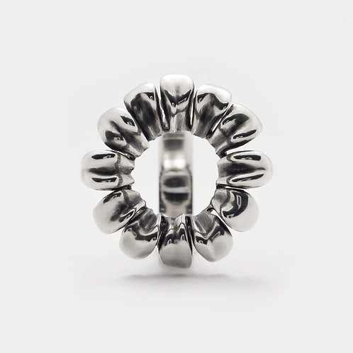 Open Circle Daisy Ring Mixing the Minimalist and the Statement Jewellery in 925 Sterling Silver