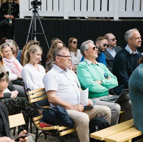 Sittande publik. Foto Linnea Ronström
