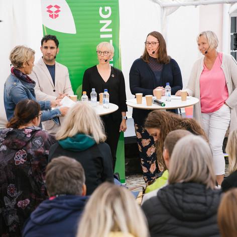 Paneldebatt i tält, Almedalsveckan 2019. Foto Linnea Ronström