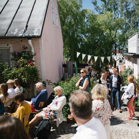 Sittande publik, vy mot västra entrén. Foto Linnea Ronström