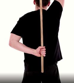 mobilité de l'épaule en rotation interne avec un bâton2