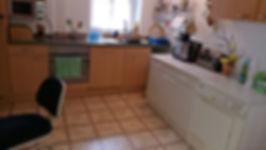 Bikerzimmer mit Waschmaschine und Wäschetrockner.