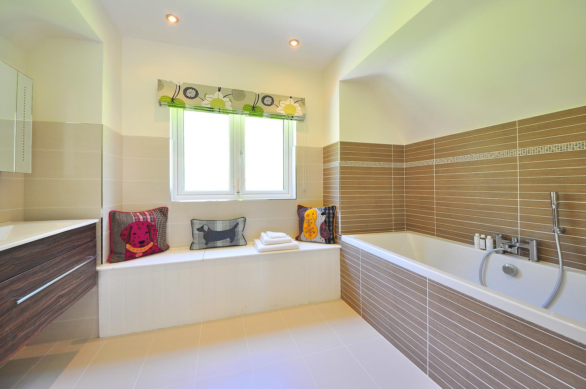 Banheiro com padrão madeira