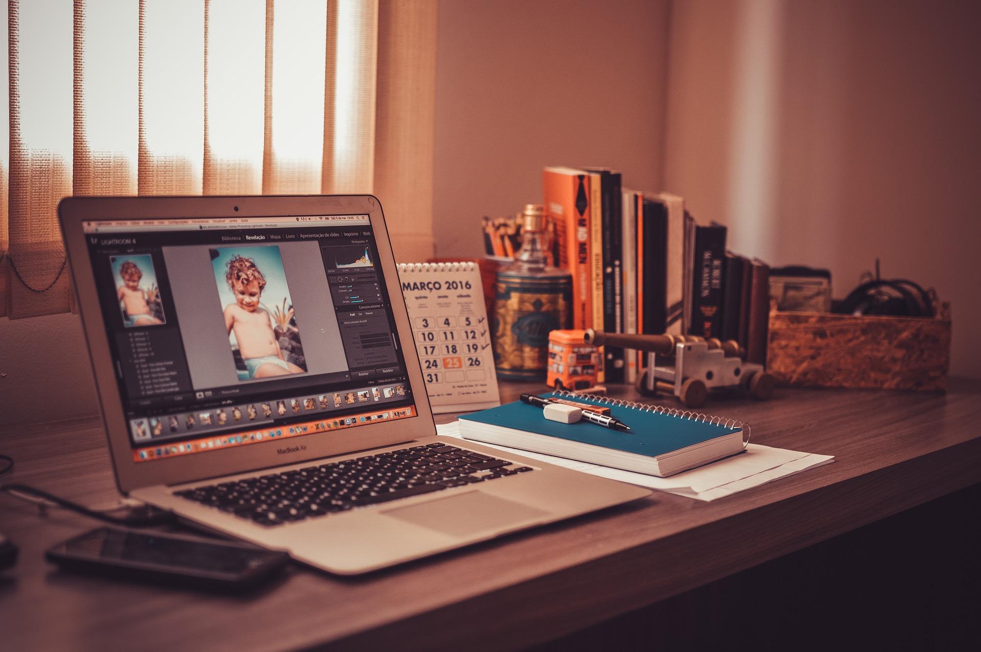 Mesa para estudos ou trabalho