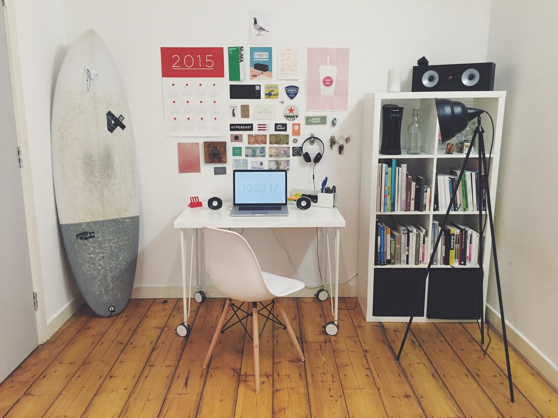Estante e mesa de estudos/trabalho