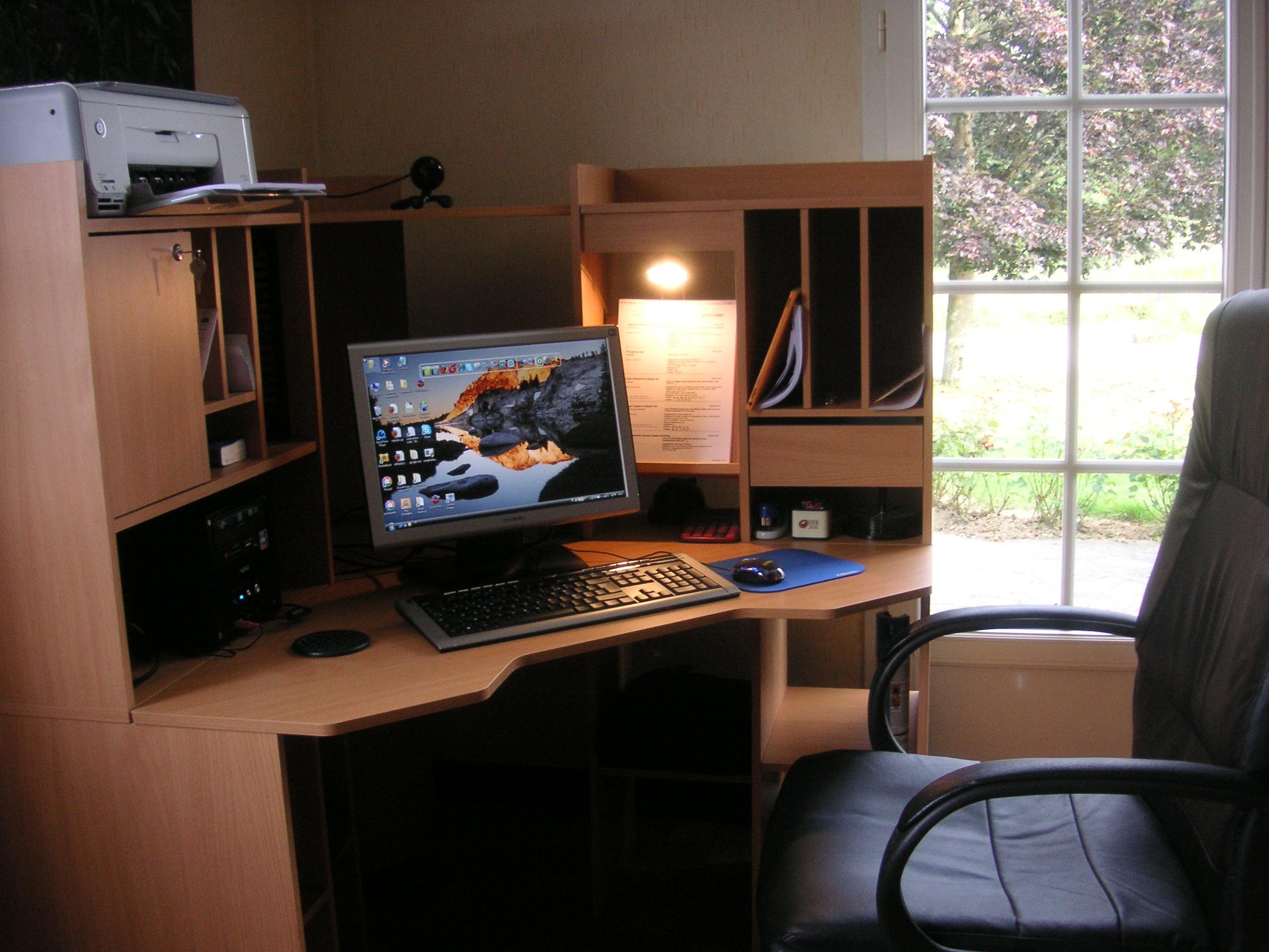 Estante/mesa de trabalho e estudo