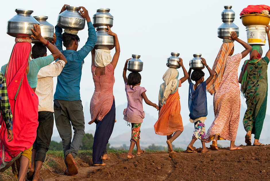 carrying-water-on-heads.jpg