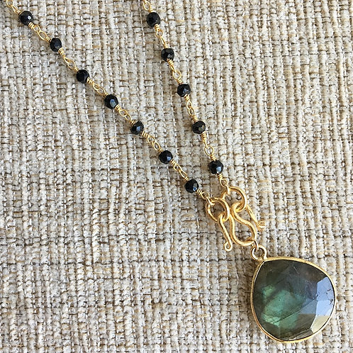 Signature Necklace in Black Spinel & Labradorite