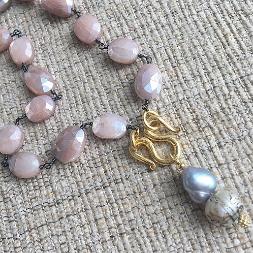 Signature Necklace in Moonstone & Pearls