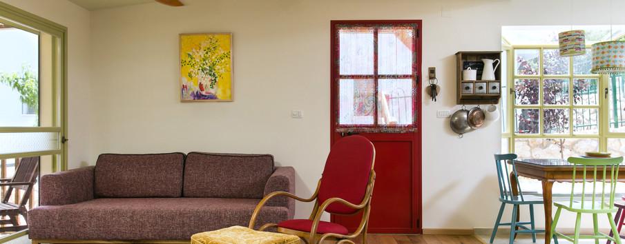 """דלת הכניסה """"הכלה האדומה"""""""