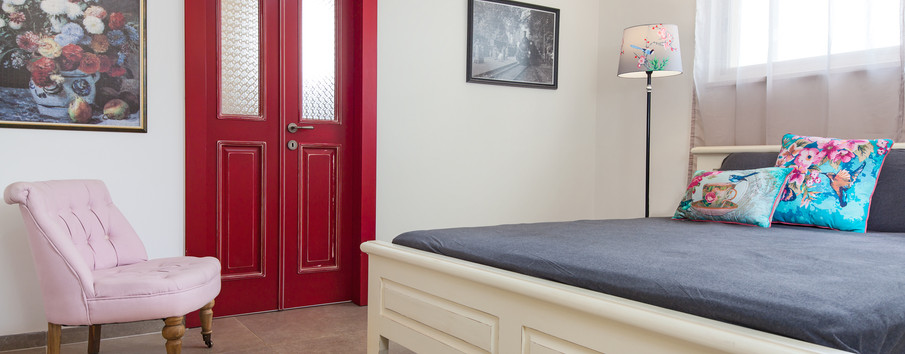 חדר השינה- מעברים רחבים, דלת כניסה לחדר האמבטייה דלת כפולה