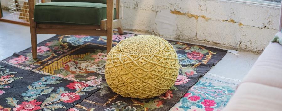 שטיחים במספר שכבות זו על זו מעידים גם הם על איפיון  התקופה.