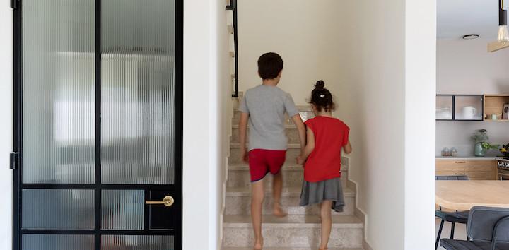 עולים לקומה הילדים