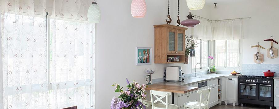 מבט מהסלון למטבח