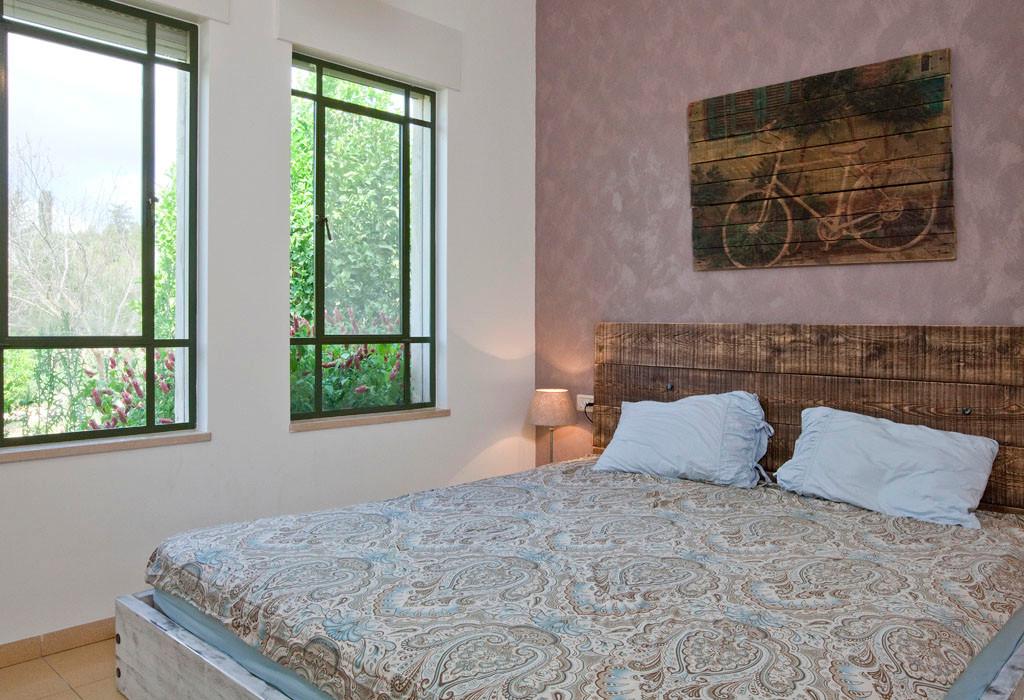 חדר השינה שנבנה במיוחד למידות הלקוחות. תמונה שעוצבה במיוחד ללקוחות