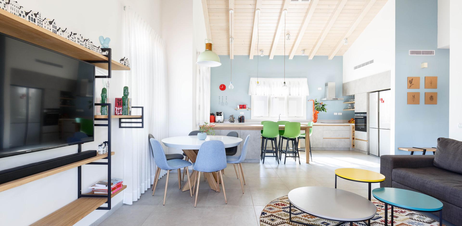 מבט מהסלון לכיוון המטבח