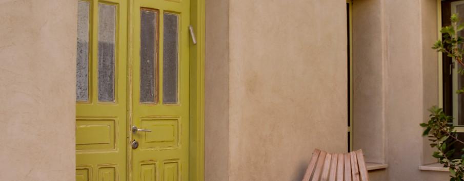 כניסה לבית. דלתות עץ. אלומניום תואם