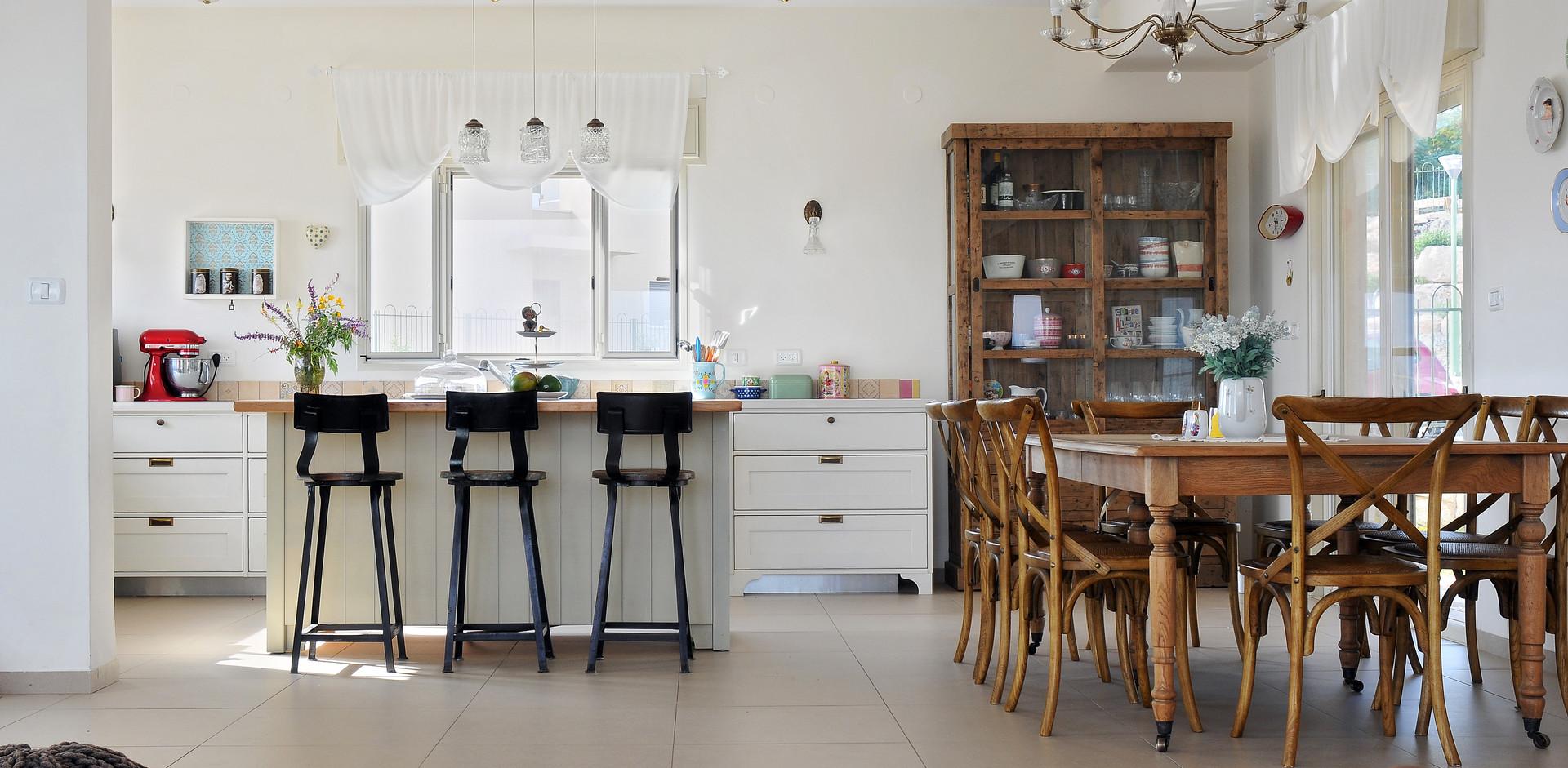 תכנון מטבח מאוסף של פריטים שאוחדו ליצירה אחת